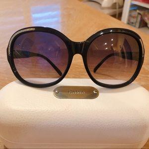 Chloe black frame, gold trim sunglasses 😎